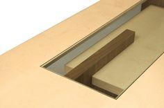 CARTESIA, tavolo in legno di noce e acero. Nel top è inserito un cristallo. Design Franco Poli