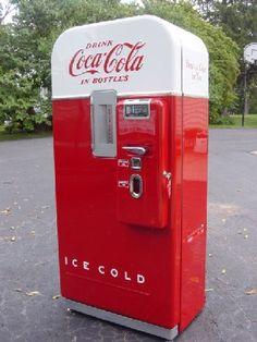 Coca Cola Vendo 39 in two-tone