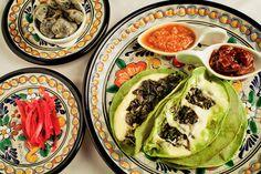 Quesadillas de Huitlacoche preparadas con tortilla verde (de nopal).