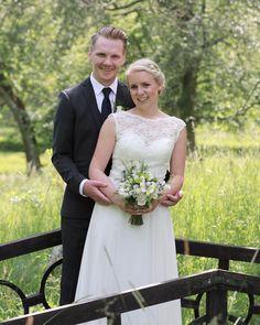 Har precis laddat ner alla bilder och ska börja med redigeringen! #weddingphotography #weddingday #meralink #linköpinglive #linköping #bröllop #stureforsslott #sturefors #bröllopsdag #bröllop2017 #bröllop2018 #bröllopsfotograf #fotograf #love #kärlek #weddingdress #weddingbouquet #bröllopsbukett