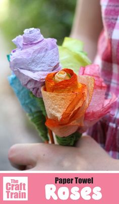 How to make a rose from paper towel, an easy craft that kids can make for Valentines Day, Mothers Day or for Spring. These paper towel roses make a sweet handmade gift idea and they look so colourful and bright! Paper Towel Crafts, Straw Crafts, Glue Crafts, Craft Stick Crafts, Mothers Day Crafts For Kids, Easy Crafts For Kids, Art For Kids, Kid Art, Flower Crafts Kids
