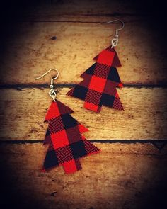 Jewelry Making Image of Buffalo Plaid Christmas Tree Dangles - *Jersey Jewels jewelry/items are handmade after purchase. *Please allow 10 business days to ship out. *Refrain from swimming or bathing in our. Diy Leather Earrings, Diy Earrings, Leather Jewelry, Plaid Christmas, Christmas Crafts, Christmas Tree, Do It Yourself Jewelry, Homemade Jewelry, Cricut Creations