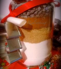 Ciao a tutti, rieccoci con la seconda proposta di regalino goloso per natale: i biscotti in barattolo.      Questa volta non cuciniamo e non sporchiamo niente, anzi è proprio un'idea simpatica che possiamo preparare anche con i bambini. Vi ricordate quei ...