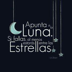 Apunta a la luna y estarás entre estrellas.