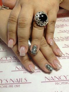 Refill de uñas acrilicas, pintdo en esmalte normal