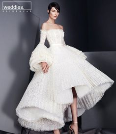 When it comes to couture bridal gowns, Ashi Studio never fails to take my breath away. His gowns are nothing less than wearable works of art. It& no wonder they& coveted by those who grace the Red Carpet. Style Couture, Couture Fashion, Runway Fashion, Haute Couture Gowns, Couture Bridal, Paris Fashion, Live Fashion, Fashion Show, Fashion News