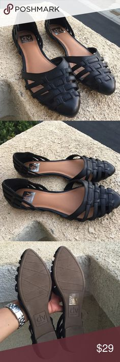 Dolce Vita Sandals Worn once super cute Dolce Vita Sandals size 8 Dolce Vita Shoes Sandals