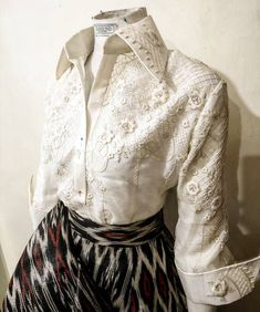 Barong Tagalog For Women, College Fashion, College Style, Modern Filipiniana Gown, Blue Wedding Dresses, Long Dresses, Formal Tops, Ball Skirt, Evening Attire