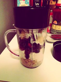 This Breakfast Shake Keeps You Full Until Lunch and Helps With Your Weight Loss Journey.1/2 cup of uncooked oats. (I use Bobs Red Mill) 1/2 cup plain Greek yogurt Dash of cinnamon 1 banana 1/2 cup frozen berries 1/4 of ice Teaspoon of honey Yummy and helped me lose weight! Quick, easy, balanced breakfast!