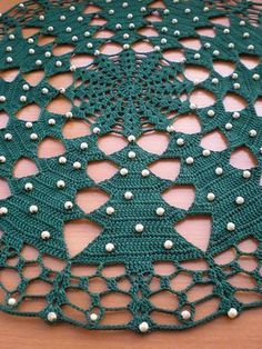 Christmas tree tablecloth tutorial: free crochet patterns