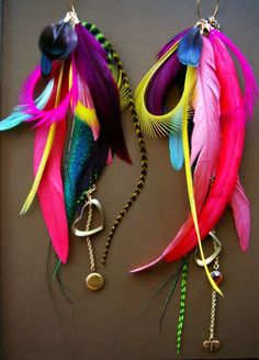loving feathers...I am addicted to making them for my kids!!! these are lovely colors!