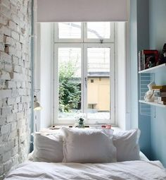 21 brilliant ways to squeeze more space out of your tiny bedroom Bedroom Hacks, Bedroom Decor, Cosy Bedroom, Bedroom Bed, Bedroom Apartment, Apartment Therapy, Apartment Ideas, Chambre 10m2, Small Apartments