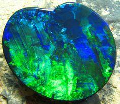 GEM QUALITY OPAL 37.30 CTS heart opal, heart shape, heart, black opal