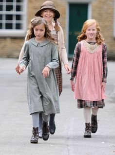 Orphan Annie costume for girls | Annie costume, Orphan