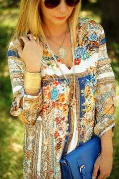 Bohemian scarf printed tunic dress for a boho chic look. For the BEST modern hippie looks FOLLOW https://www.pinterest.com/happygolicky/the-best-boho-chic-fashion-bohemian-jewelry-gypsy-/ now