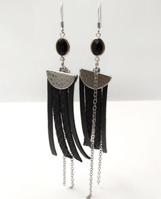 Κρεμαστά σκουλαρίκια με επάργυρα στοιχεία, γνήσιο δέρμα άριστης ποιότητας και πέτρα Swarovski. Handmade Jewellery, Leather Jewelry, Swarovski, Drop Earrings, Accessories, Fashion, Jewels, Moda, Handmade Jewelry