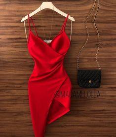 Cool red dress and black bag Fancy dresses - Fancy prom dresses - Evening party dresses Hoco Dresses, Pretty Dresses, Homecoming Dresses, Sexy Dresses, Beautiful Dresses, Evening Dresses, Fashion Dresses, Formal Dresses, Ladies Dresses