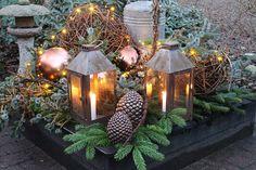 Fru Pedersens have Christmas Porch, Simple Christmas, Merry Christmas, Christmas Decorations, Christmas Inspiration, Garden Inspiration, Flores Diy, Winter Garden, Table Centerpieces
