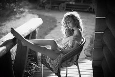 """""""E quando observares o meu silêncio, não penses que estou desistindo de tudo. A minha espera é sutil. Aprendi a confiar e descansar."""" - [Mychele Magalhães Velloso]"""