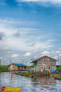 Villaggi presso il Danau Jempang. Kalimantan (Indonesia).