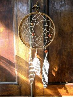 easy-to-make dream catcher....  to chase the nightmares away