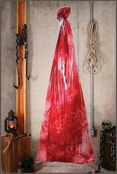 Bloody Body in a Bag Halloween Party Haunted House Decoration Prop Halloween Prop, Fairy Halloween Costumes, Trendy Halloween, Halloween Party Supplies, Halloween Haunted Houses, Halloween Horror, Diy Halloween Decorations, Halloween Crafts, Halloween Lighting