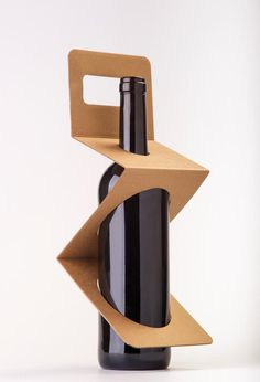 Zigpack wine packaging by Xavier Bernis Diaz — Designspiration Wine Design, Bottle Design, Box Design, Packaging Box, Brand Packaging, Clever Packaging, Innovative Packaging, Design Packaging, Karton Design