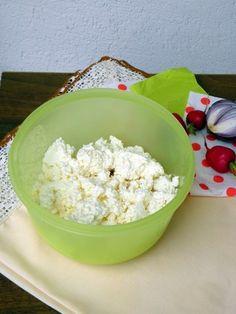 Házi túró készítése Hungarian Recipes, Hungarian Food, Paleo, Food And Drink, Desserts, Instant Pot, Cheese, Bakken, Homemade Bbq Sauce Recipe