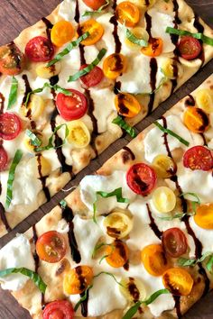 This Caprese Flatbread Pizza is topped with sliced mozzarella, juicy tomatoes, fresh basil, and drizzled with a balsamic glaze. It's a super easy recipe that the whole family will love! Vegetarian Appetizers, Vegetarian Recipes Easy, Chef Recipes, Easy Dinner Recipes, Real Food Recipes, Healthy Recipes, Pizza Recipes, Healthy Eats, Dinner Ideas