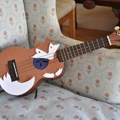 Learn how to easily decorate a ukulele (pattern included!).well everyone wants to learn how to decorate a ukulele!