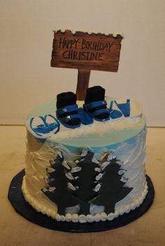 Snowboard cake.