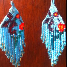 Hummingbirds earrings. Huichol art. Aretes de colibrí.  Arte huichol