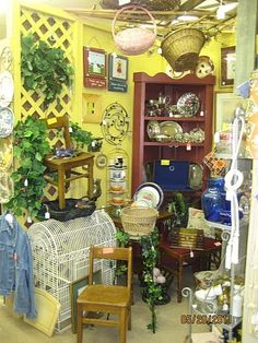 Antique Store Display Ideas | ... booth at the antique mall in Jenks | Craft show ideas and shop dis