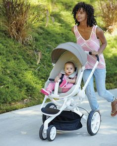 Quinny Moodd: A modern stroller with single push-button unfold, reversible seat and compact folding.