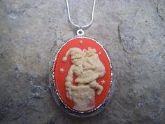 Cameo Locket!!! Santa Claus Going Down the Chimney!!! High Quality!!! Christmas, Christmas, Holiday, Gift, Photos, Keepsakes - pinned by pin4etsy.com