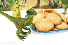 Find out how to make these easy dinosaur fossil cookies that are perfect for a Jurassic Park or dinosaur birthday party!