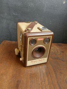 Beautiful Brown two tone Kodak box camera 1930 era very nice condition ,Free Uk postage Louis Daguerre, Photo Lens, Vintage Cameras, Vintage Photography, Camera Lens, Decorative Items, Brown, Movie, Smile