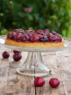 Tarte aux cerises et pistache. De délicieuses recettes à base de cerise sur : www.enviedebienmanger.fr