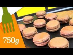 Ingrédients coques : 140g de blancs d'oeufs 180g de sucre en poudre 160g de poudre d'amande 160g de sucre glace Ingrédients ganache : 200g de chocolat 120g d...