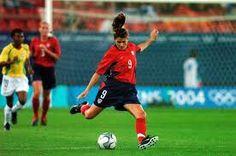 Mia hamm women soccer player