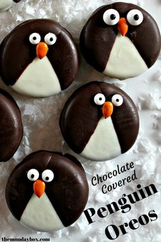 These adorable chocolate dipped Penguin Oreos are quick and easy to make ! Simple instructions with photos included. Holiday Snacks, Christmas Treats, Christmas Recipes, Christmas Cookies, Holiday Recipes, Mini Desserts, Easy Desserts, Dessert Recipes, Kids Birthday Snacks
