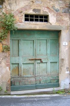 Door in Calci