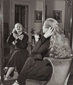 Evita Perón doing her hair, Buenos Aires, 1950 photographed by Gisele Freund French Photographers, Female Photographers, Portrait Photographers, Sigmund Freud, Cool Blonde, Photographs Of People, Great Women, Documentary Photography, Life Magazine