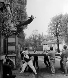 leap into the void photo | razorshapes:Yves Klein - Leap into the Void (1960)About the piece ...