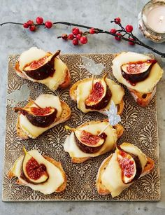 Taleggio fig party bites (if you cannot locate fresh figs or they are too expensive, you can plump up some dried fig use them.not the same but not inferior either. Christmas Nibbles, Christmas Canapes, Christmas Party Food, Xmas Food, Christmas Cooking, Christmas Dinner Starters, Christmas Entertaining, Fig Recipes, Cooking Recipes