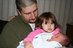 Reação de crianças ao encontrar pela primeira com seu irmãozinho recém nascido!