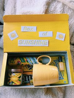 Holiday Gift Ideas PinWire: Bff Gifts Best Friend Gifts Presents For Best Friend. Bff Gifts, Best Friend Gifts, Gifts In A Box, Ideas For Gifts, Cool Gift Ideas, Gift Ideas For Women, Gift Basket Ideas, Secret Pal Gifts, Teen Gift Baskets