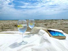 #plaja #vadu #romania #seaside #gin #tonic #sea #seaview #view #mare #cocktails #relaxing #summer #mood #instagram #instaphoto #instaphotoideas #justus #us #goals Alcoholic Drinks, Cocktails, Mood Instagram, Insta Photo Ideas, Romania, Seaside, Marie, Camping, Goals