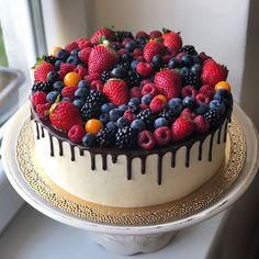 Ovocná dokonalost ❤️3,5kg #torta #cake #dort #cakestagram #dripcake #nakydala #fruit #delicious #foodstagram #lucenec #napiekla #mykindofperfection Bright Birthday Cakes, Birthday Drip Cake, 14th Birthday Cakes, Cake Decorating Piping, Cake Games, Number Cakes, Cinnamon Cream Cheese Frosting, Oreo Cake, Pumpkin Spice Cupcakes