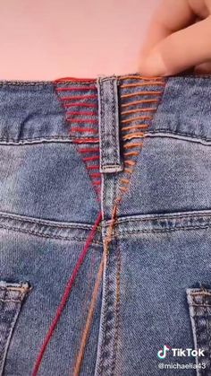 Diy Jeans, Diy Ripped Jeans, Sewing Jeans, Sewing Clothes, Jeans Refashion, Bleached Jeans, Clothes Refashion, Fall Jeans, Summer Jeans